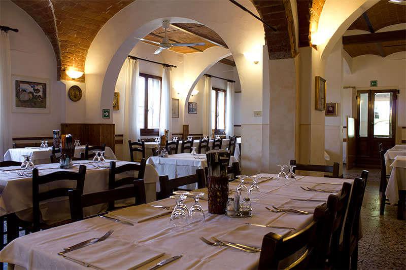 Sala ristorante Collebrunacchi Toscana. Cucina tradizionale piatti tipici